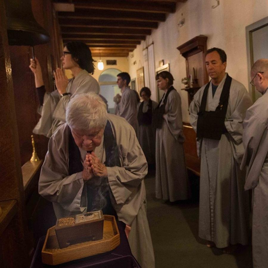 Taiju offering incense -web square