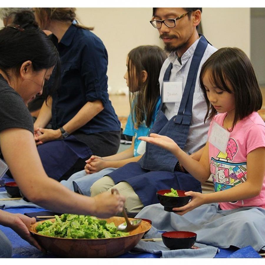 Bonnie Muth serves kids oryoki – web square